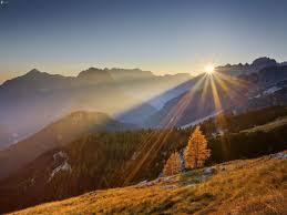 sol en las montañas